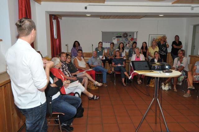 Das Team der SWA Hellbrunn stellte ihre Erfahrungen mit dem Hausgemeinschaftsmodell vor